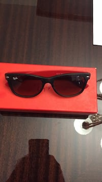 black framed Ray Ban wayfarer sunglasses with case Toronto, M1B