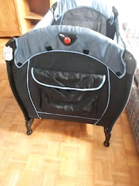 Eddie Bauer pop up play pen  Barrie, L4N 4T9