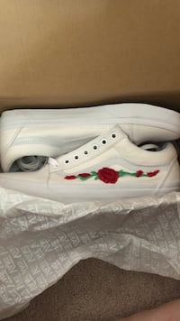 pair of white low-top sneakers Mississauga, L5M 5X9
