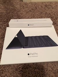 Apple keyboard and apple pencil like new with box. lightly used.