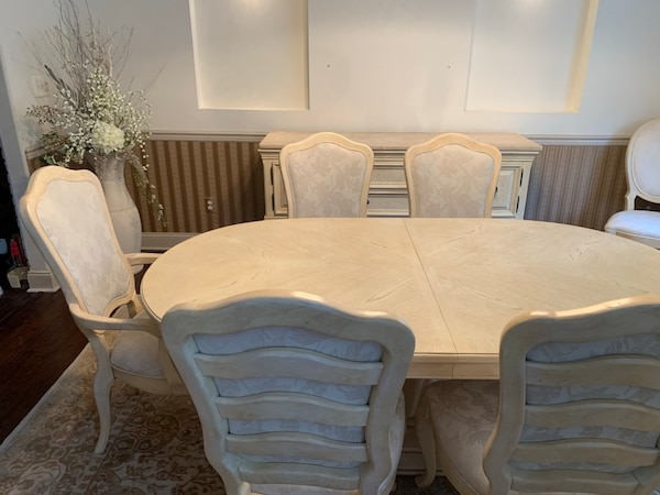 Bernhardt dining room table with 8 chairs and two additional leafs