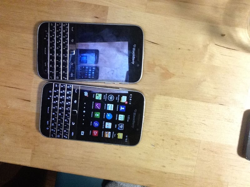 Blackberry Classic PARTS ONLY 4d759be5-8f98-4d96-a2af-4699445492f3