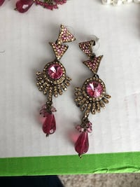 pair of gold-colored jeweled drop earrings North Cowichan, V9L