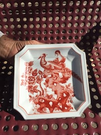 white and red ceramic plate Mesa, 85207