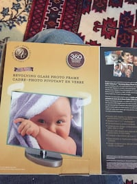 Revolving glass photo frame brand new in box Toronto, M1R 4M5