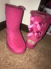 Pair of pink ugg boots Springfield, 65803