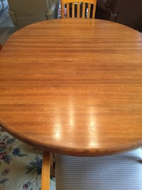 Round brown wooden dining table Mount Vernon, 98274