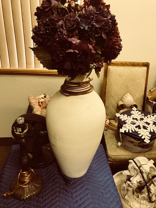 Cream southwestern med size vase pier 1 like new