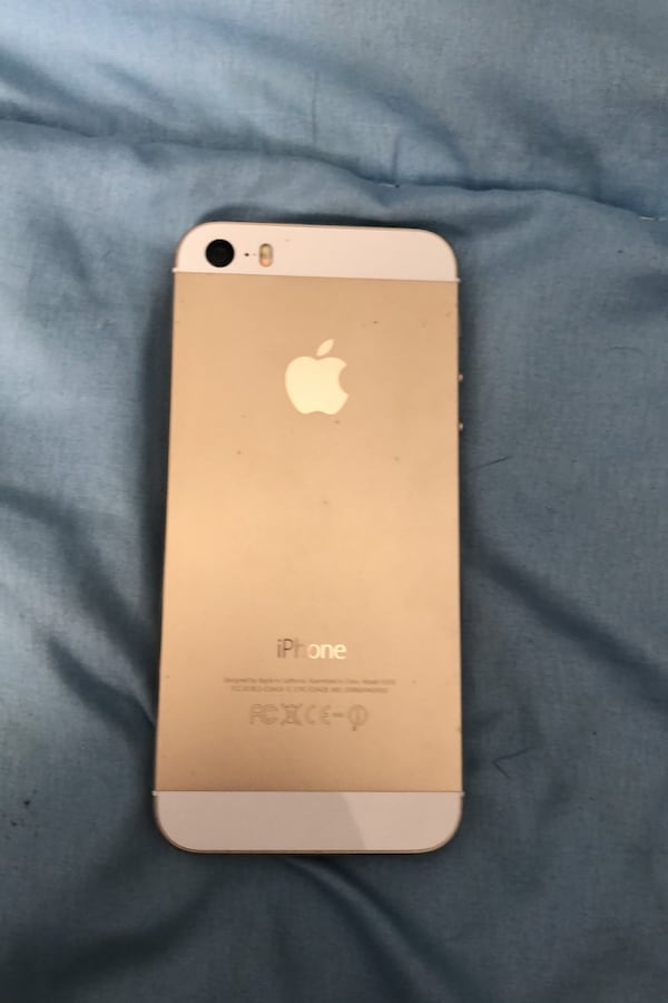 Gold iPhone 5s 456b1b7f-7347-4ee5-a2e2-13f7315539be