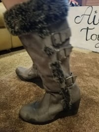 Pair of gray faux fur boots Coatesville, 19320