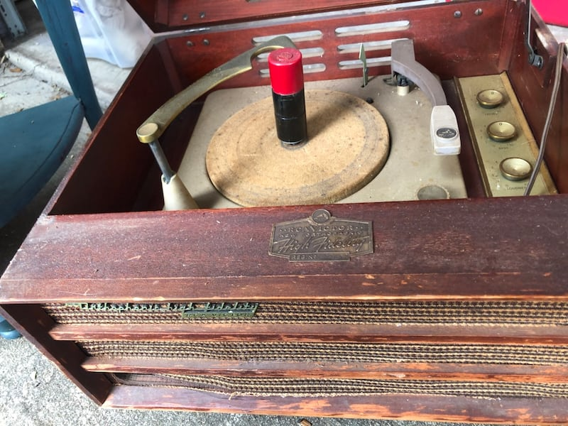 Antique record player works!! Last pic is base but no legs 3f3d23a0-e100-4a95-bad5-5b7e57752204
