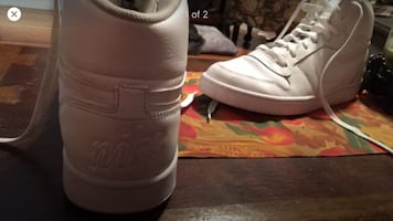 Sneakers size 12