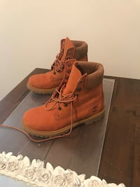 Pair of brown timberland work boots. New . Been sitting in the closet size 6  Alexandria, 22310