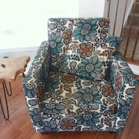 Accent chair in like new condition  Brambleton, 20148