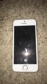 iPhone 5s so clean but it needs a new update and new software  Alexandria, 22302