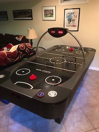 8 foot Air Hockey Table 33 km