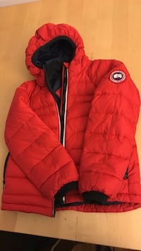 Red zip-up bubble hoodie kids size 6-7 in great condition Dumont, 07628