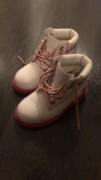 Baby girl size 8M white and pink Timberlands Toronto, M1S