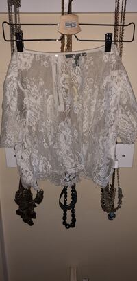 women's white lace skirt Surrey, V3T 5E2