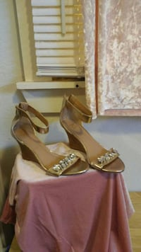 Gold wedges size 8