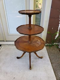 Table/ Plant stand/ Vintage