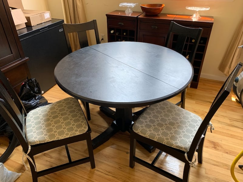 Crate & barrel Round Dining table with extension with 4 chairs 1c03d497-ea7d-45a5-a4ad-e7b1dea1f427