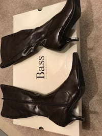 Pair of black leather pointed-toe heeled shoes Mount Airy, 21771