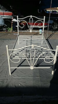 white wrought iron bed frame El Paso, 79925