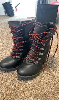 Boots size 7 York, 17403