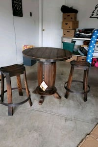Barrel table with 2 barrel stools Louisville, 40229