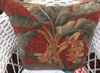 "6 Custom Pillows 18"" Inserts and they have zippers, floral home decor Phoenix, 85013"