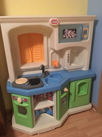 White, blue, and green little tikes kitchen playset Maple Valley, 98038