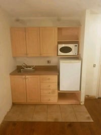 Kitchen kitchenette cabinets in good condition Toronto, M4L 1C3