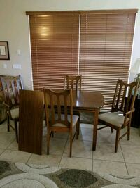 Dining Room Table w/ 4 chairs and extension leaf Oviedo