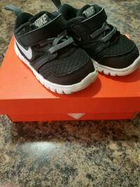pair of black Nike running shoes with box Lee's Summit, 64063