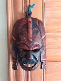 Wooden handcrafted mask Henderson, 89012