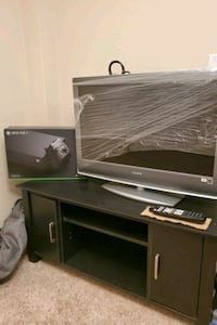Tv 120$ XBOX XONE 300$ TV STAND20$ All negotiable together/alone