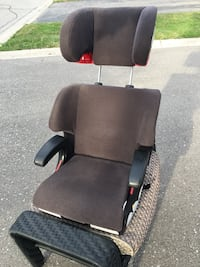 Clek car seat like brand new up too 100 pounds Vaughan, L4H 2S7