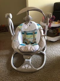 Baby's white and gray cradle and swing Saint Petersburg, 33716