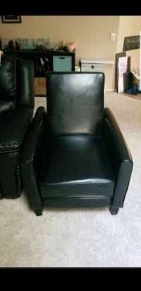 Bkack leather chair