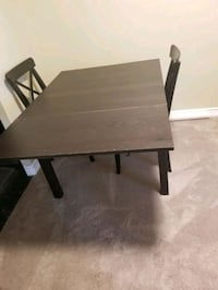 Extendable dining table no chairs Mississauga, L5B 3Z1
