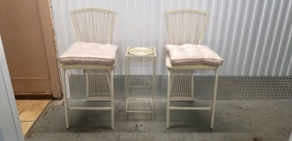 Vintage metal ulphurstered chair set 95cf5154-8a79-440d-b815-c233d0123c9b