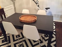 Expandable dining room table and chairs. Hardly used** Carrollton, 75007