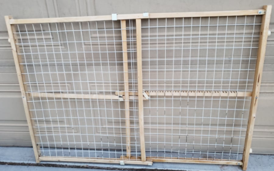 Extra Tall & Wide Adjustable Wire Mesh Gate for Animals / Toddlers a808ca0e-bb72-40e9-98c8-3145a73fed0a