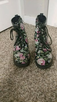 Size 11 Rose covered black boots Norman, 73069