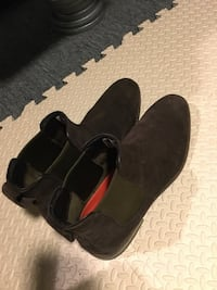 pair of black leather shoes Toronto, M6J 1N9