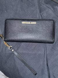 Authentic Michael kors wallet New Westminster, V3M 4Y7