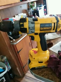 yellow and black DeWalt cordless power drill Rome, 13440