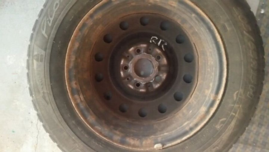 15inch rims from 2001 Toyota camry . bcc805e1-8a10-40b3-a441-7aa6361439c9