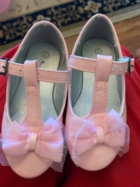 Toddler size 7c pink dress shoes